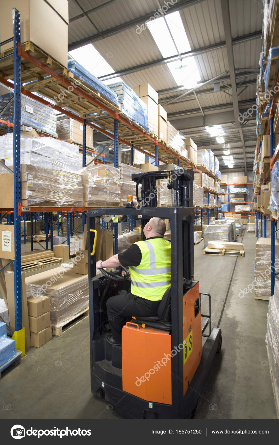 Warehouse Worker Operating Forklift Looking Shelves — Stock Photo