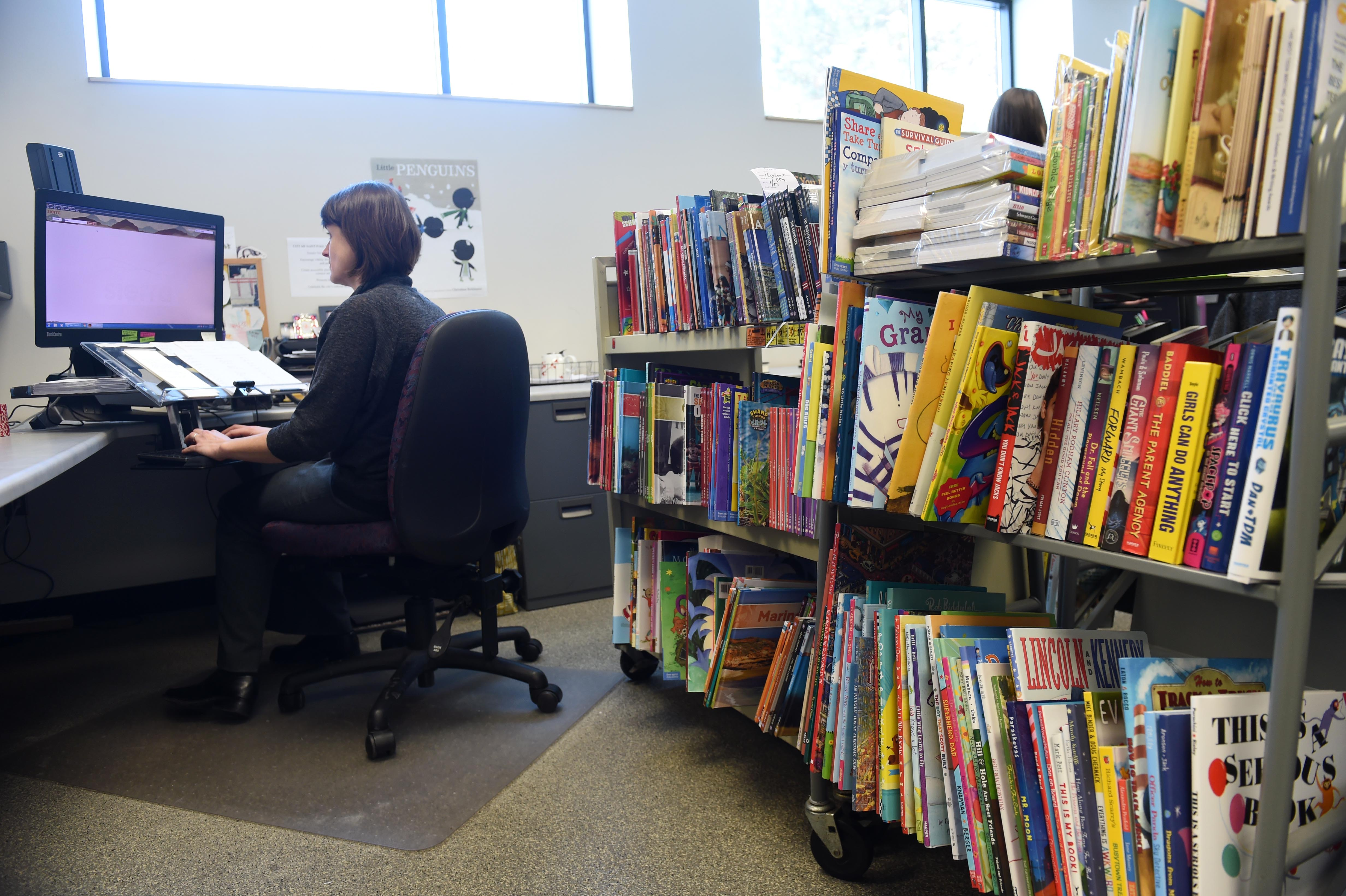 This Woman Figures Out Which Books To Put On Public Library Shelves