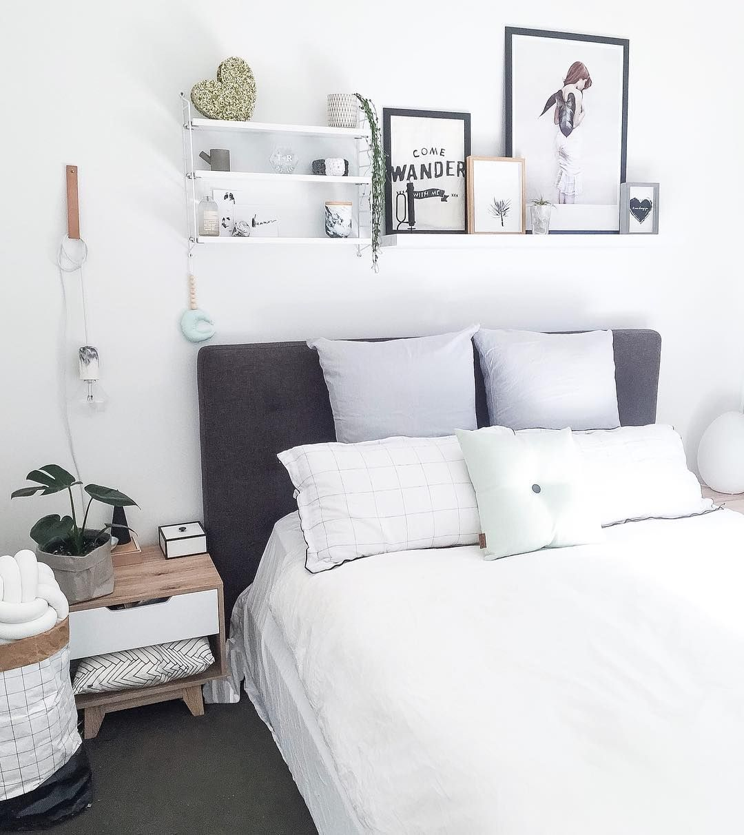 20 Times The Internet Showed Us That Shelves Above The Bed Are A