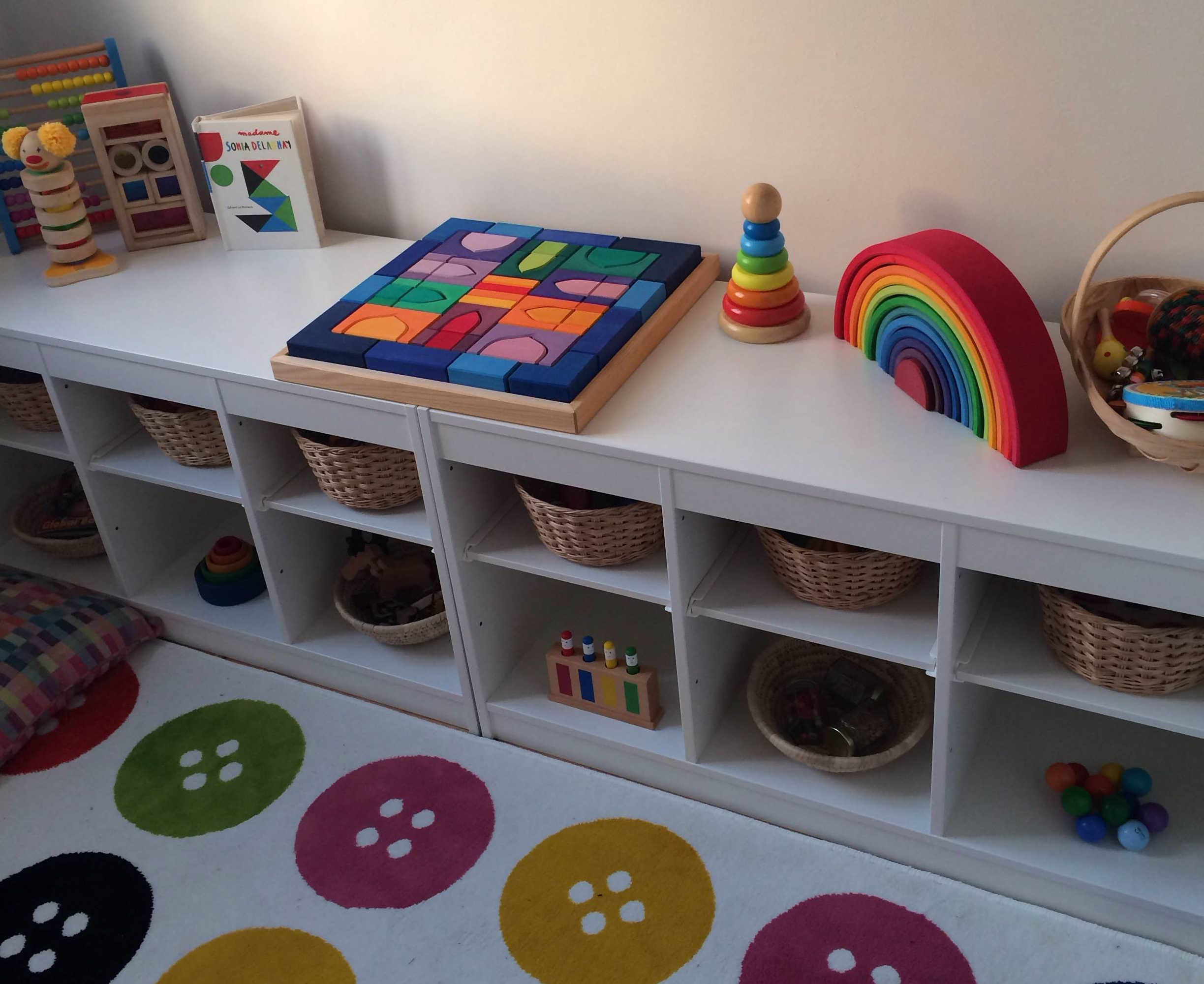 Frida's Shelves – Eight And A Half Months – Frida Be Mighty
