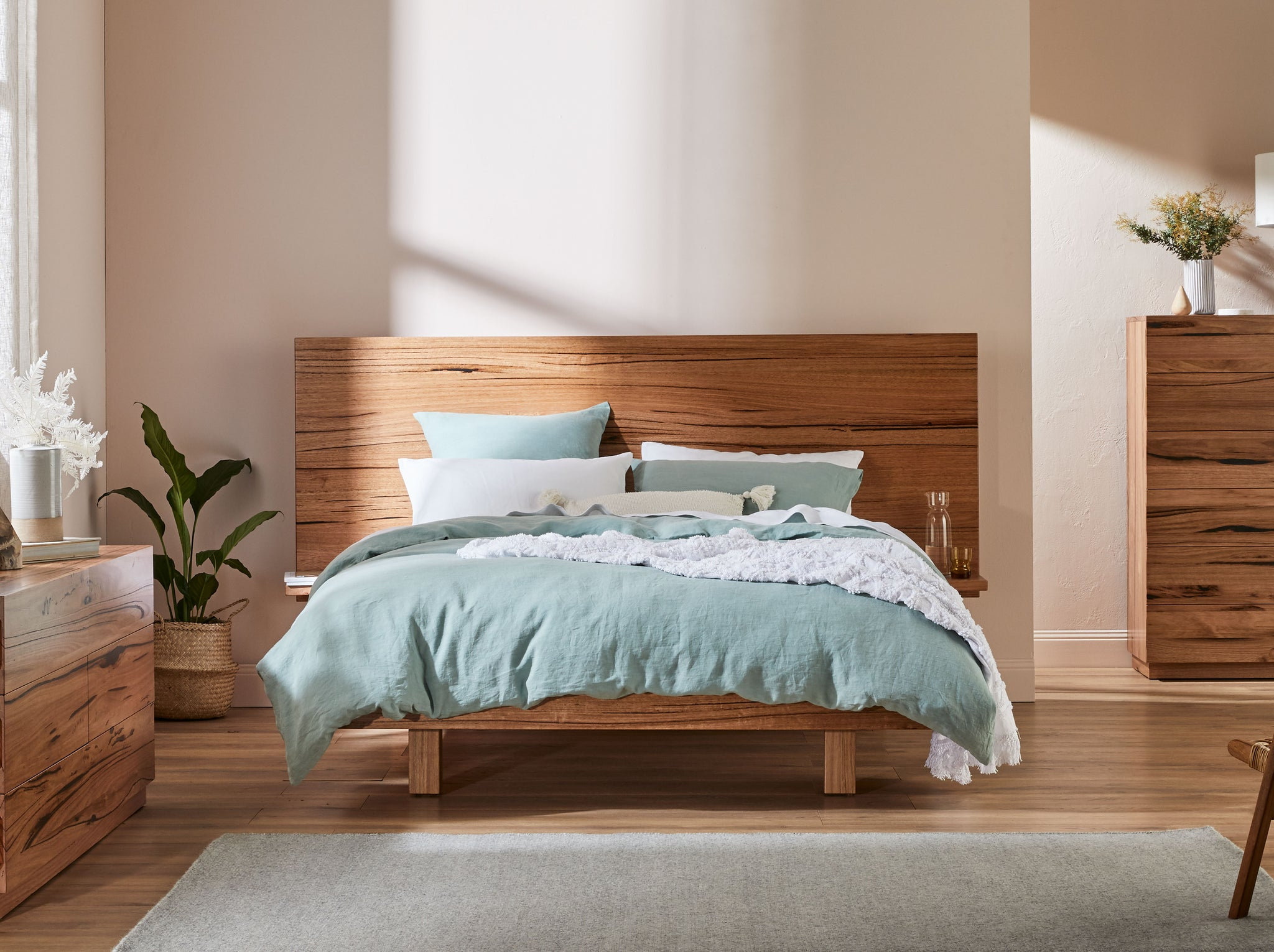 Silhouette Extended Headboard With Shelves & Floating Base