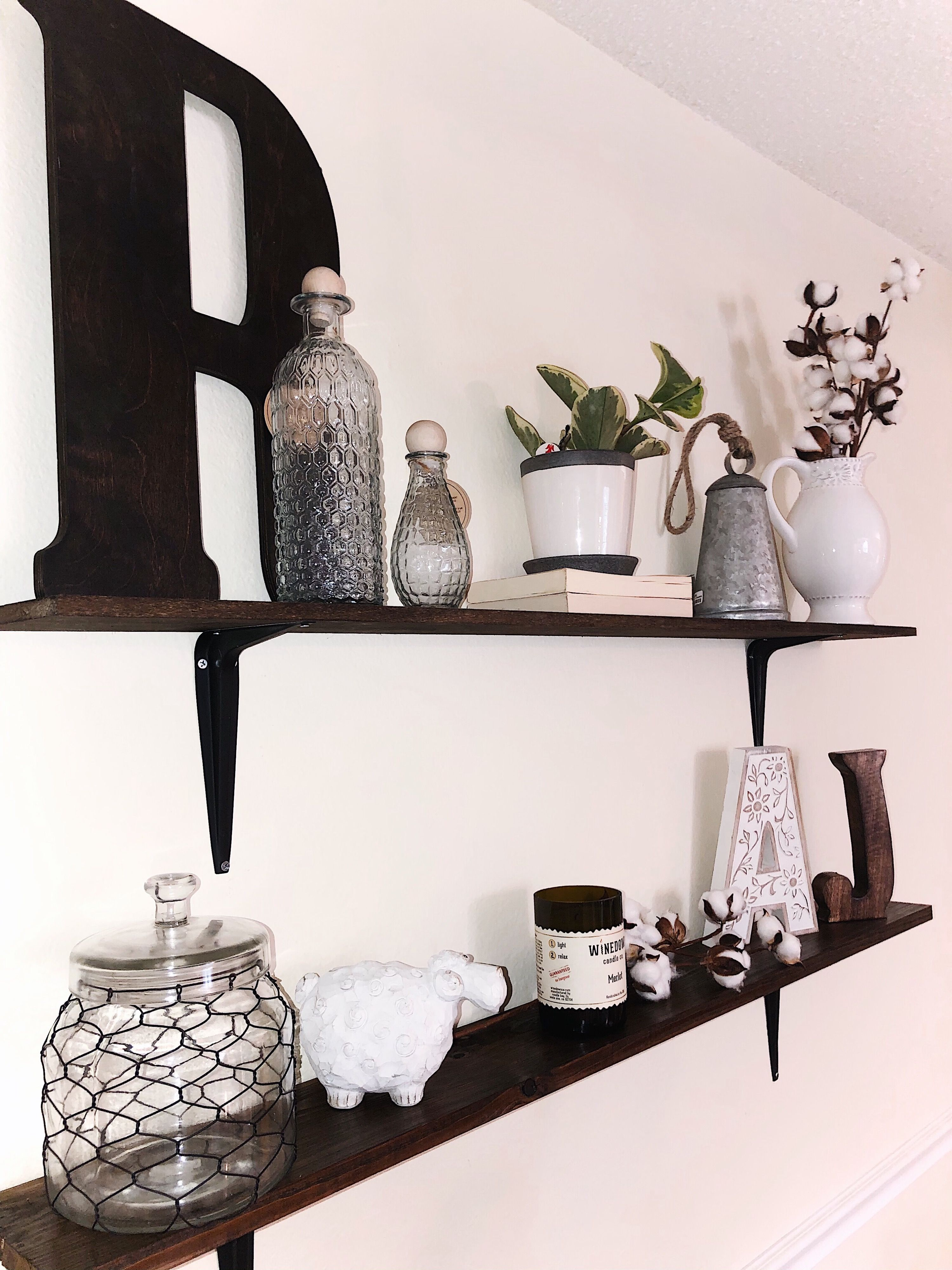 Small Farmhouse Dinning Room And How To Decorate Shelves! In